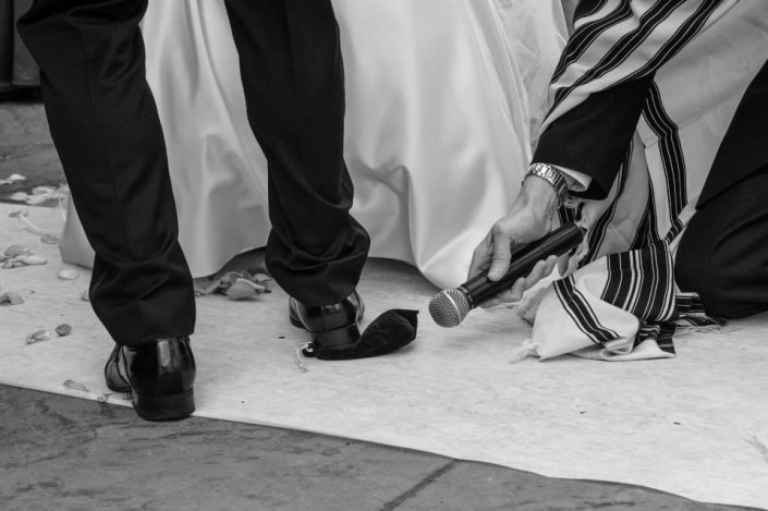 Jerwish wedding ceremony breaking of the glass