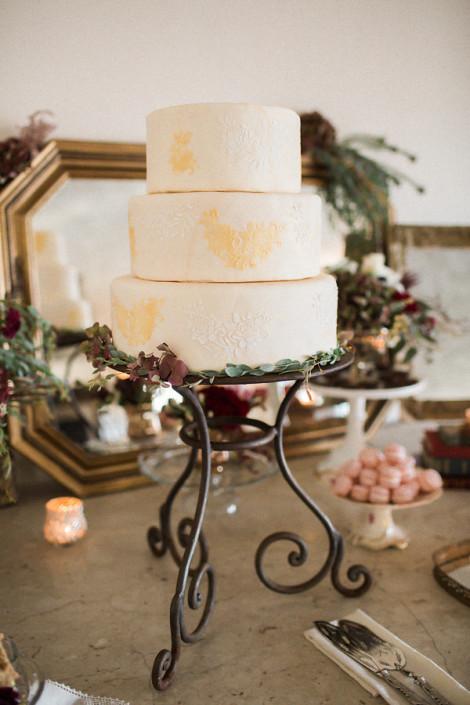 ivory and lace wedding cake