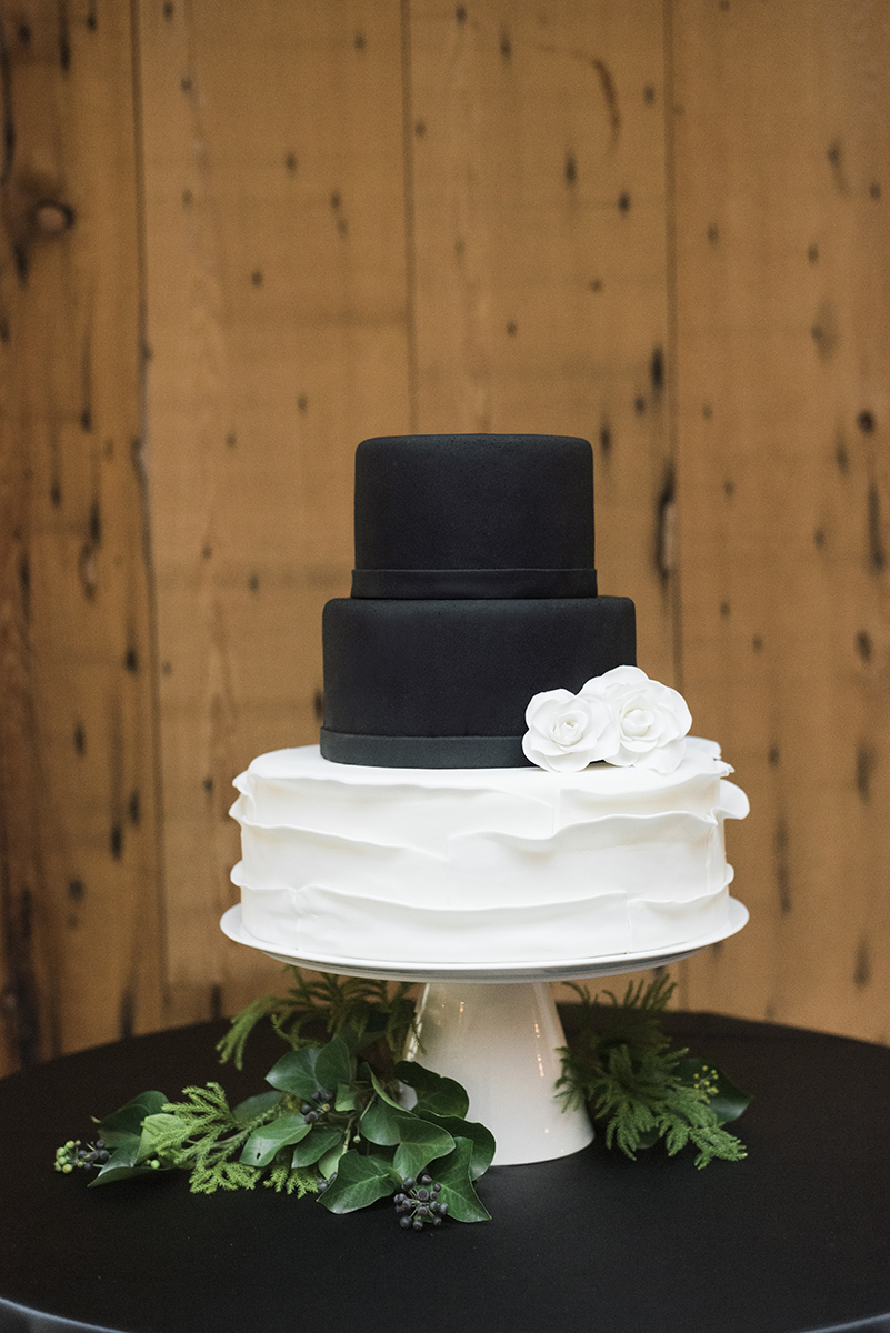 wedding cake - black and white - roundhouse beacon ny