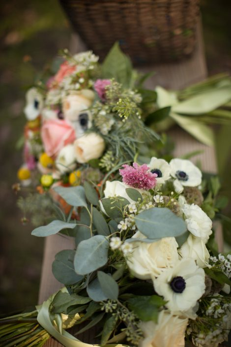 bouquets for handsome hollow wedding