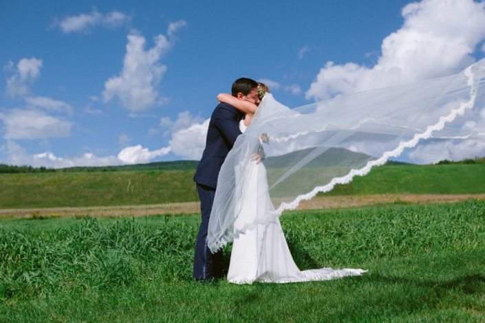 wedding photos at Hayfield barn