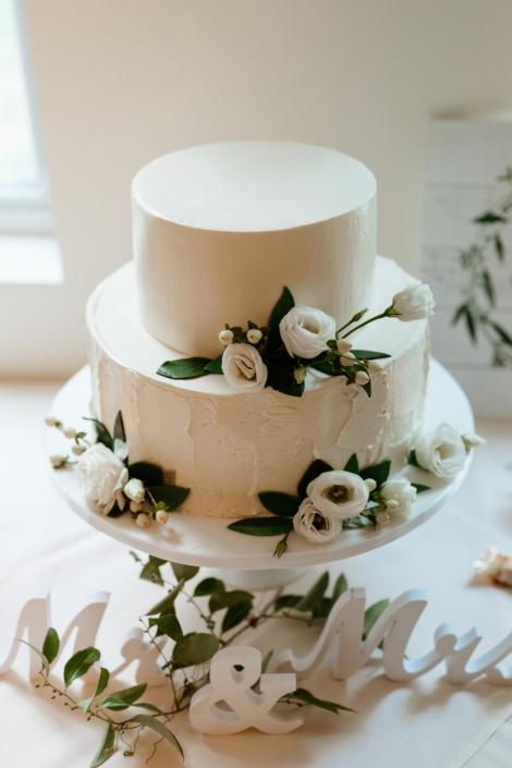 everything Lulu wedding cake