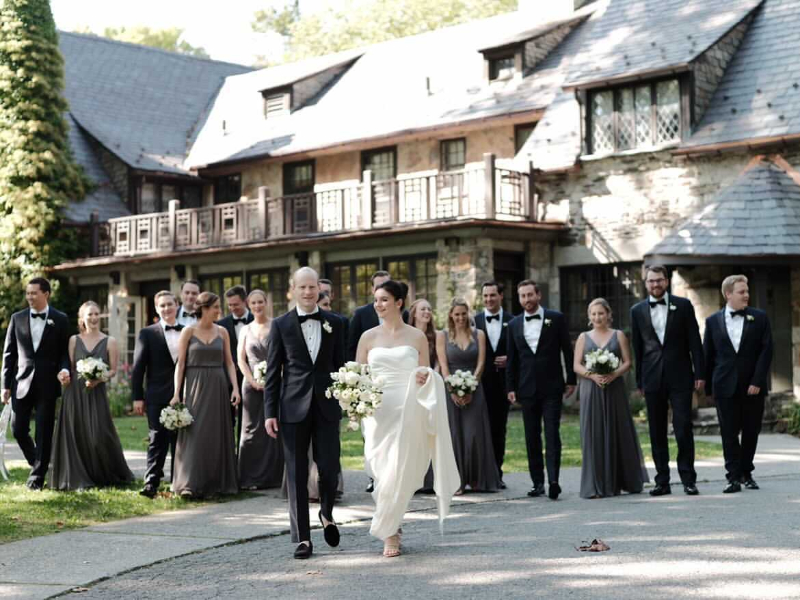 Large wedding party outside Troutbeck wedding venue